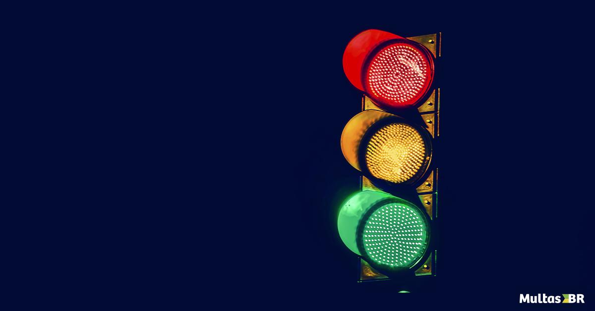Multa por  avançar o sinal vermelho? Veja o que fazer