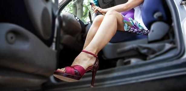 Sapatos-e-direção-você-sabe-qual-é-o-calçado-ideal-para-usar-ao-volante.jpg